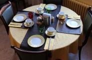 Salon du petit-déjeuner - vue prise de l'entrée