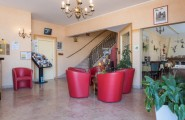 Réception et petit salon d'accueil